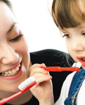 Como escovar os dentes da criança?